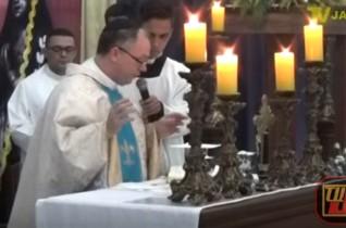 Celebrante: Mons. Ednaldo Araújo dos Santos – Santa Missa Aparecida Valentina – 02
