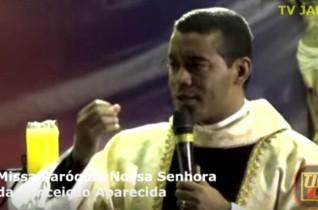 Celebrante: Padre Marcelo Monte – Santa Missa Aparecida Valentina – Parte 02